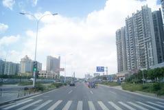 广东中山,中国:住宅区和公路交通 库存照片