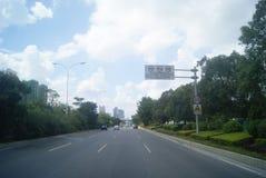 广东中山,中国:住宅区和公路交通 库存图片
