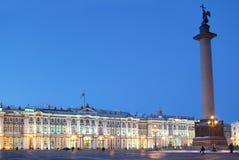 冬宫和亚历山大专栏在圣彼德堡 免版税库存照片