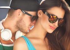 关闭愉快的微笑的夫妇画象在爱的 免版税库存照片