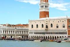 公爵的宫殿和圣乔治教会在威尼斯 库存图片