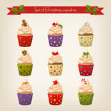 套逗人喜爱的圣诞节杯形蛋糕 免版税图库摄影