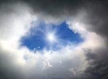 在云彩的孔 库存图片