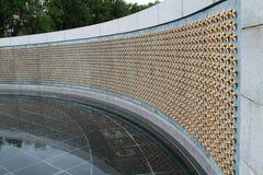 συνεχές ρεύμα ΙΙ ανασκόπησης αναμνηστικός κόσμος της πολεμικής Ουάσιγκτον μνημείων ορατός Στοκ Φωτογραφίες
