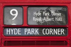 伦敦红色公共汽车标志海德公园角落 库存图片