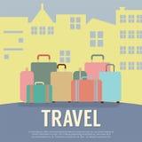 许多在大厦旅行概念前面的行李 库存图片