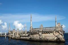 在比斯卡亚博物馆的石防堤驳船 图库摄影