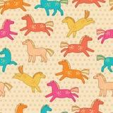 与圆点和五颜六色的滑稽的马的无缝的样式 库存图片
