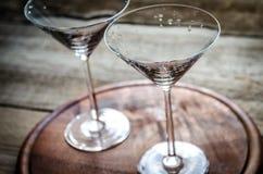 二个鸡尾酒杯 免版税库存照片