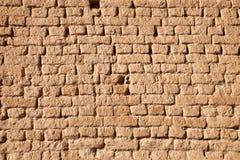 风干砖坯墙壁 免版税库存照片
