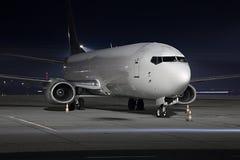 飞机在晚上 库存照片