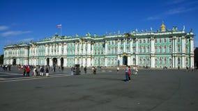 宫殿正方形的,圣彼德堡,俄罗斯偏僻寺院 免版税库存照片