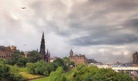 在下雨以后的爱丁堡城堡 免版税图库摄影