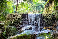 瀑布在深绿密林 泰国 免版税库存图片