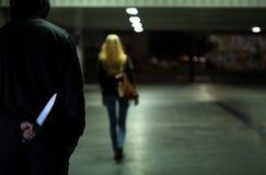 Δολοφόνος μετά από το θύμα Στοκ φωτογραφίες με δικαίωμα ελεύθερης χρήσης