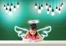 画她的梦想幸福的想象一点天使 免版税库存照片