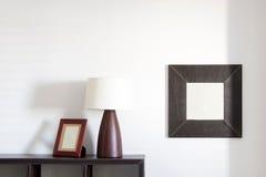 照片框架、灯和镜子 免版税库存照片