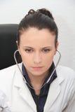 美丽的医生女性听诊器 免版税图库摄影