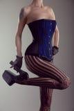 性感的少妇佩带的束腰和高跟鞋鞋子 免版税图库摄影