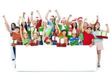 Группа людей празднуя на рождестве Стоковое Изображение RF