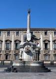 Черный фонтан слона, Катания, Сицилия, Италия Стоковая Фотография