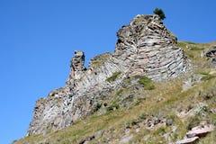 Ο βράχος - ένα πουλί με τα ανοικτά φτερά Στοκ φωτογραφίες με δικαίωμα ελεύθερης χρήσης