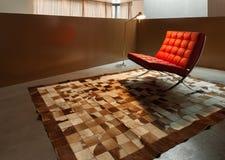 有现代扶手椅子的室 库存图片