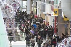 День рождественских подарков самый занятый ходя по магазинам день года Стоковые Изображения