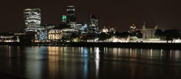 Город горизонта Лондона на ноче Стоковое Изображение RF