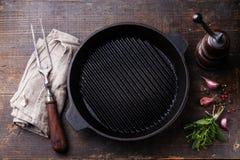 Μαύρο τηγάνι σχαρών σιδήρου κενό Στοκ φωτογραφίες με δικαίωμα ελεύθερης χρήσης