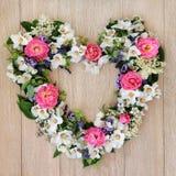 Στεφάνι λουλουδιών καρδιών Στοκ Φωτογραφία