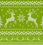 与鹿无缝的样式的绿色圣诞节编织 免版税库存照片