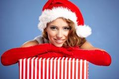 有圣诞节礼品的妇女 免版税库存图片