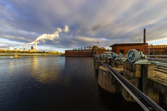 δροσίζοντας πύργοι ατμού Στοκ Εικόνες