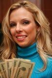 γυναίκα χρημάτων εκμετάλλευσης Στοκ Εικόνα
