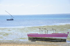 Τοπίο της θάλασσας και της βάρκας στη Μοζαμβίκη Στοκ Εικόνες