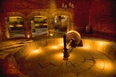 研墨西哥老龙舌兰酒轮子的工厂 免版税库存照片
