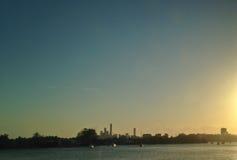 布里斯班晚上河沿场面日落  免版税库存照片