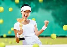 女孩网球员赢取了竞争 免版税库存图片