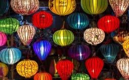 在老镇的灯笼在会安市,越南购物 免版税图库摄影