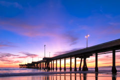 Эффектный заход солнца на пляже Калифорнии Венеции Стоковые Изображения RF