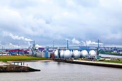 汉堡港口,从河易北河的看法 免版税库存照片