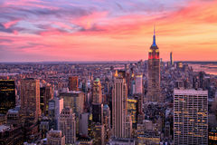 有帝国大厦的纽约中间地区惊人的日落的 免版税库存照片