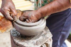 Χέρι - γίνοντα δοχεία αργίλου, ταϊλανδική παραδοσιακή αγγειοπλαστική Στοκ φωτογραφία με δικαίωμα ελεύθερης χρήσης