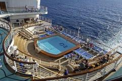 在游轮甲板的游泳池 库存照片