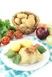 白菜卷用土豆和蕃茄 库存图片