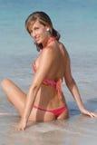 在海运妇女附近的比基尼泳装 免版税库存图片