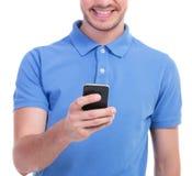 在他的电话的偶然年轻人戏剧 免版税库存照片