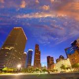 在日落得克萨斯美国的休斯敦街市地平线 免版税库存图片