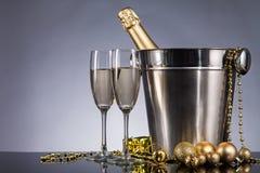 与香槟静物画的庆祝题材 免版税库存图片